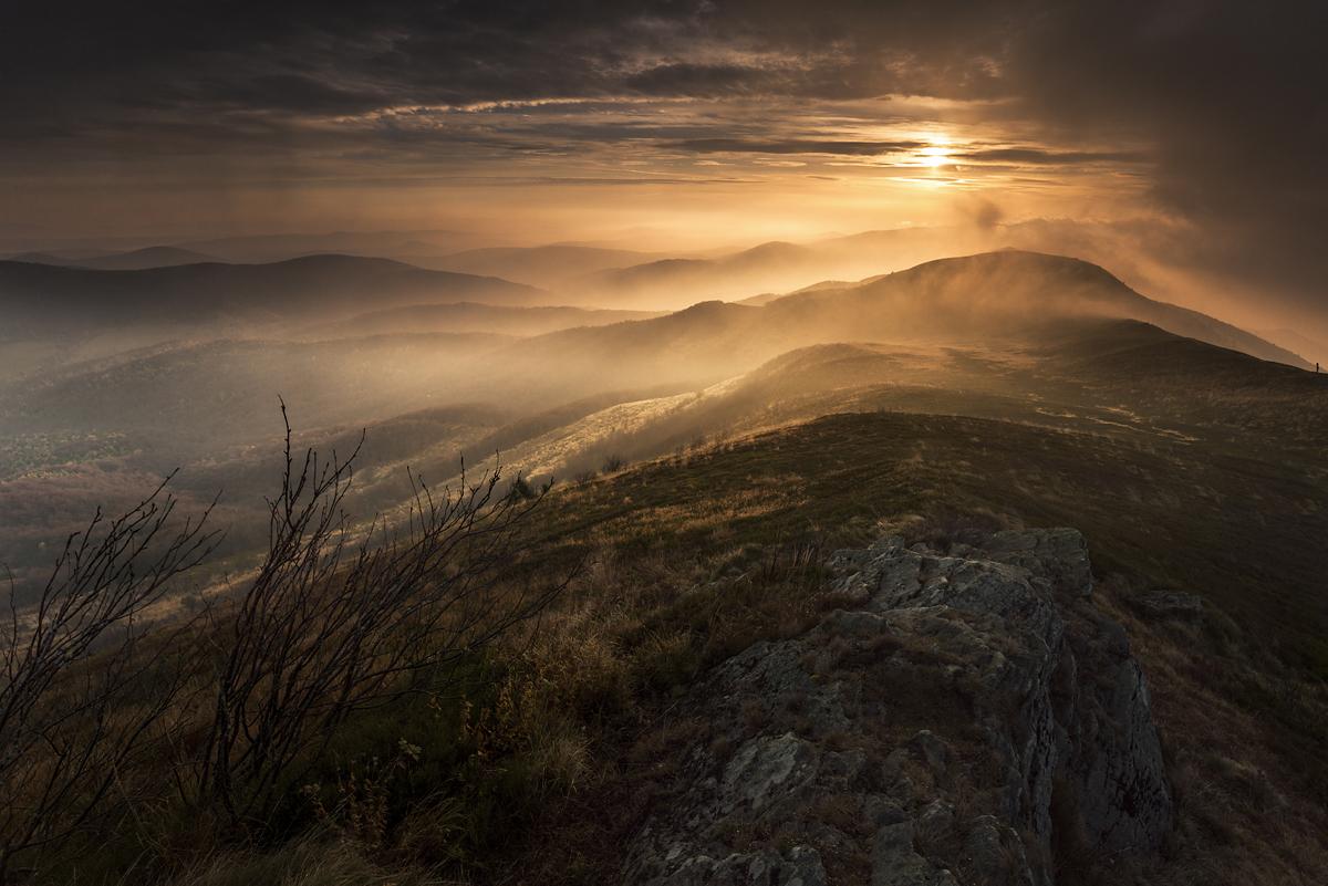 Jesienny wschód słońca na Połoninie Caryńskiej