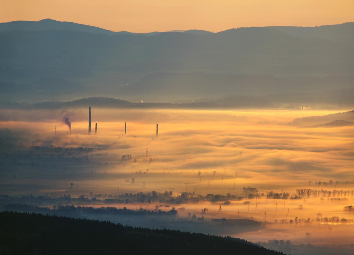 Jelenia Góra w porannych mgłach