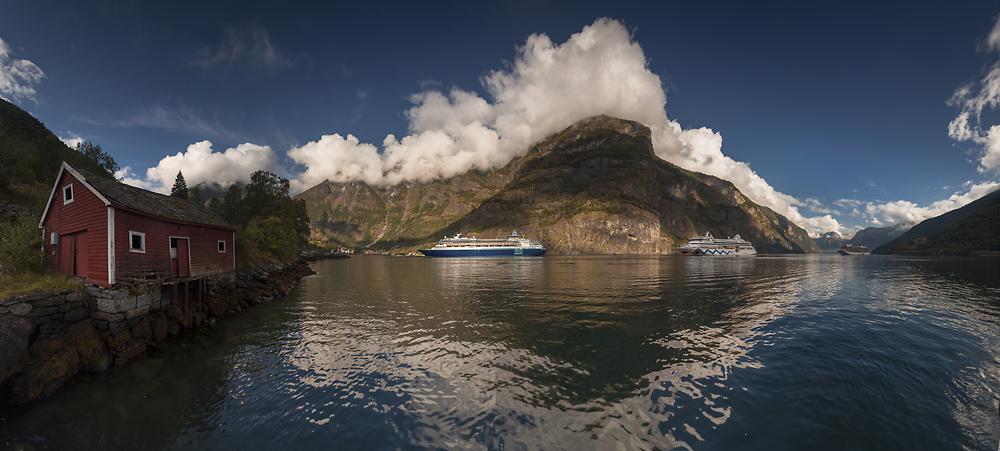 Norwegia Nærøyfjord Aurlandsfjord fiordy krajobraz, góry, woda, trekking, Flåm
