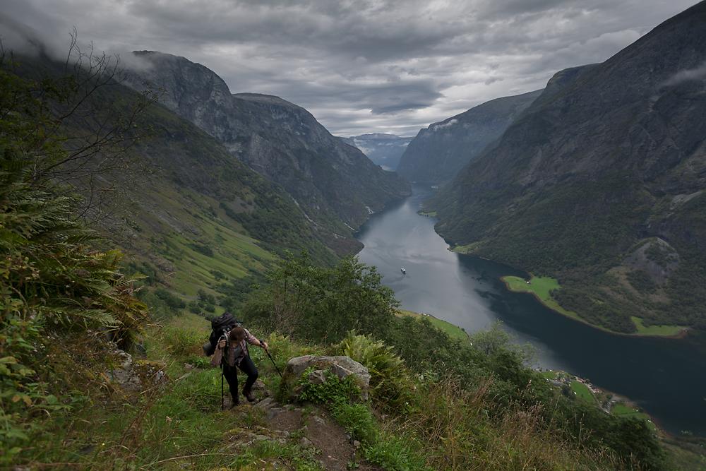 Norwegia Nærøyfjord Aurlandsfjord fiordy krajobraz, góry, woda, trekking