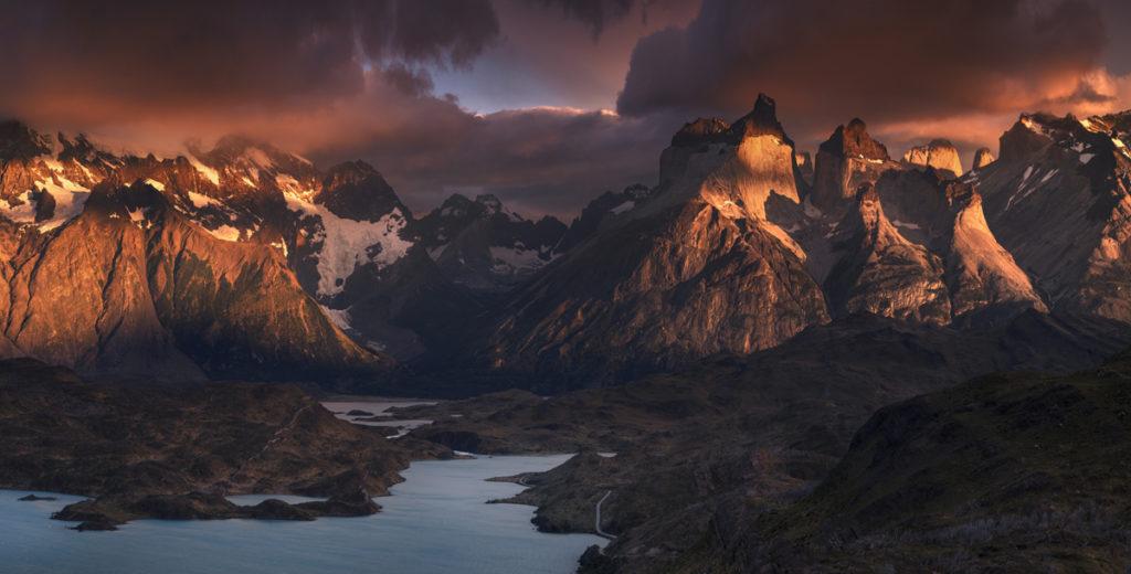 Park Narodowy Torres del Paine, góry, wschód słońca, Patagonia, Chile, Argentyna