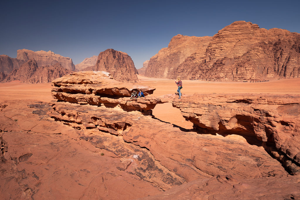 Wadi rum pustynia desert jordan jordania góry krajobraz pustynny little bridge