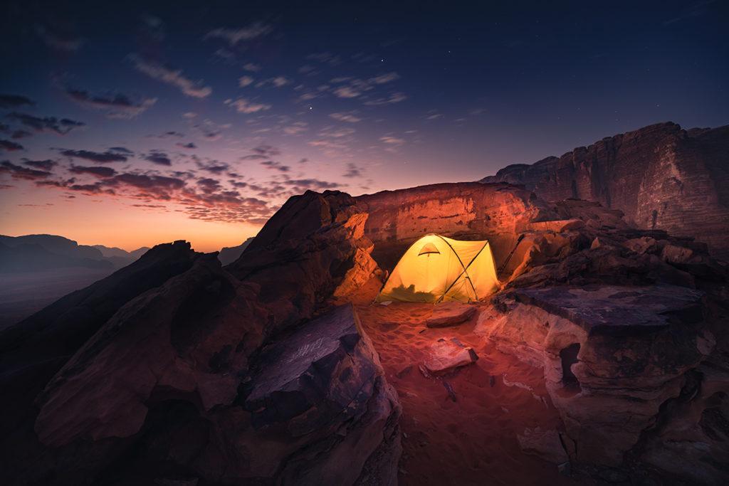 Wadi rum pustynia desert jordan jordania góry krajobraz pustynny biwak na pustyni
