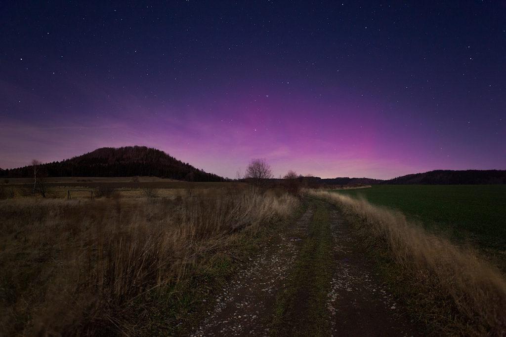 zorza polarna, krajobraz nocny, góry kaczawskie zorza polarna w polsce